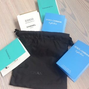 CHANEL pouch & samples set